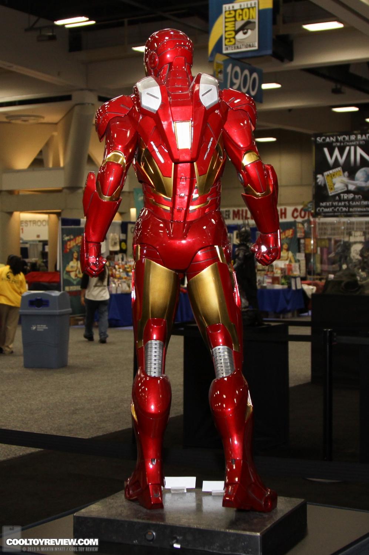 [Sideshow] Iron Man Mark VII - Legendary Scale figure - LANÇADO!!! SDCC_2013_Sideshow_Collectibles_Saturday-015