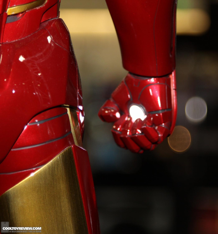 [Sideshow] Iron Man Mark VII - Legendary Scale figure - LANÇADO!!! SDCC_2013_Sideshow_Collectibles_Saturday-016