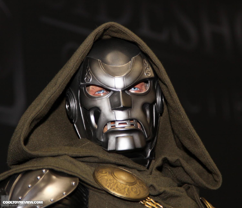[SideShow] Dr.Doom Legendary Scale Figure - LANÇADO!!! - Página 3 SDCC_2013_Sideshow_Collectibles_Saturday-029