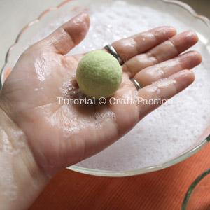 Сувениры к Пасхе - Страница 3 Wet-felting-egg-8