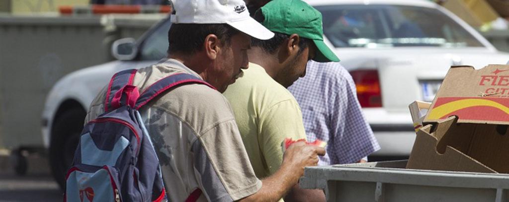 HOY ES EL DIA INTERNACIONAL CONTRA LA POBREZA...... Pobreza-buscar-basuras