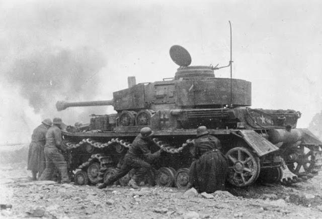 Tank Museum Thrown-track
