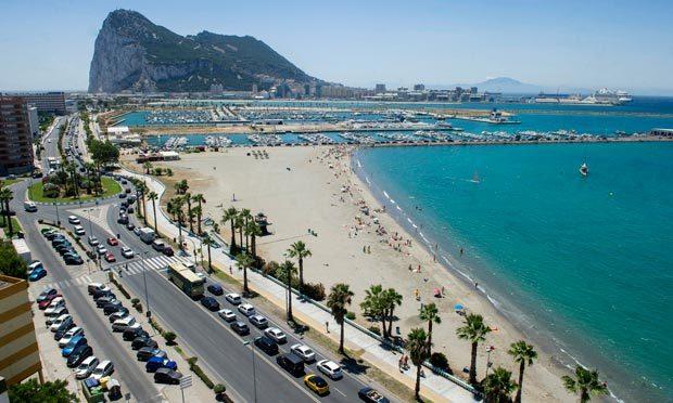 Gibraltar Gibraltar-queue-010