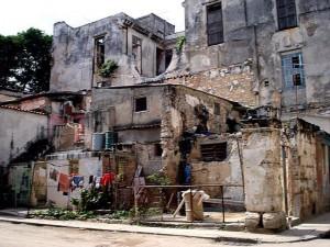 Un departamento con mucho oro Viviendas-cubanas-300x225