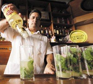 "Litigio con Bacardi' por ron ""Havana Club""-(Cuba recupera i diritti del marchio per gli Usa) 24-de-junio.-Havana-Club-en-la-Bodeguita-del-Medio"