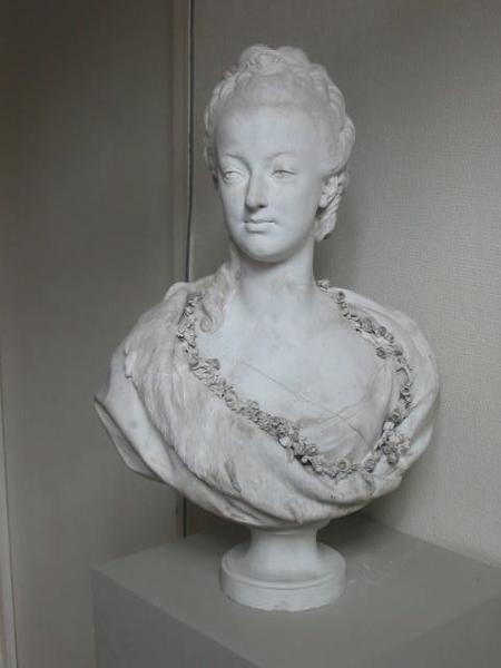 Marie Antoinette, par (et d'après) Louis-Simon Boizot M033206_004442_p
