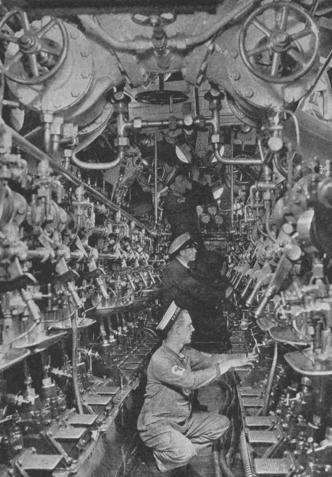 photos de sous-marin et de leur équipage Gine