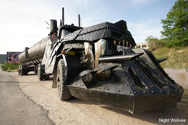[Déterrage] Wolf Truck sur base de Diamond Reo AMT au 1/24 0006
