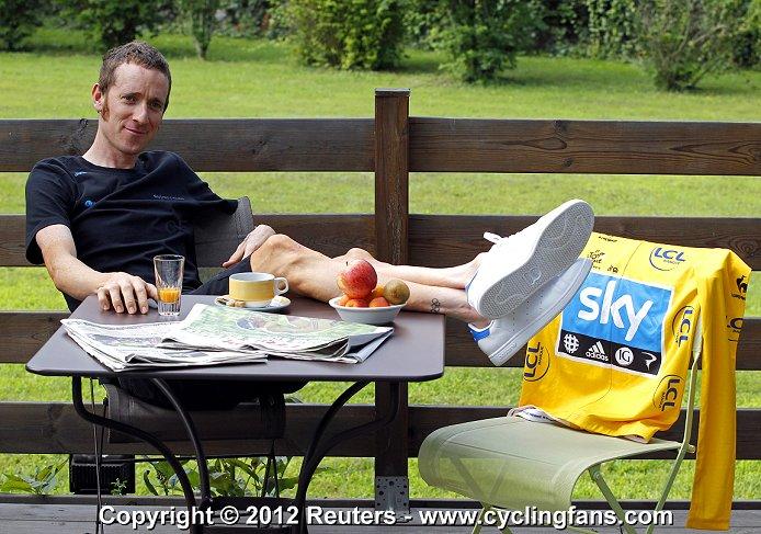 Team SKY PROCYCLING - Страница 5 2012_tour_de_france_rest_day1_bradley_wiggins_team_sky1a