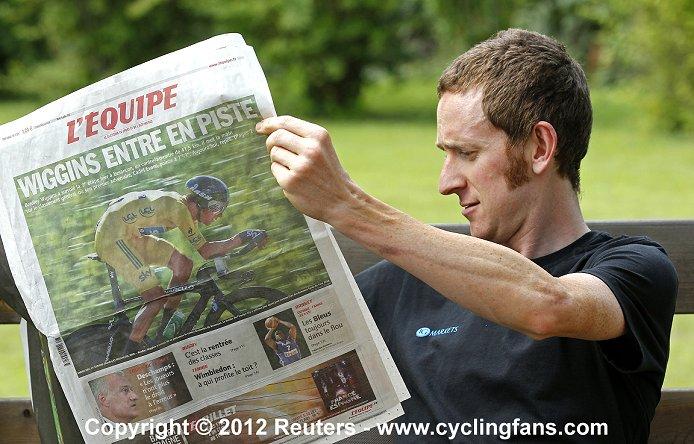 Team SKY PROCYCLING - Страница 5 2012_tour_de_france_rest_day1_bradley_wiggins_team_sky2a