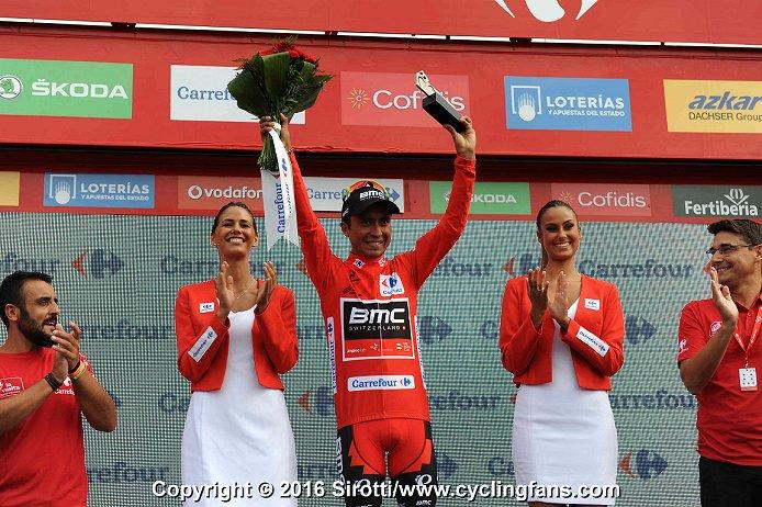 Vuelta a España 2016 - Página 2 2016_vuelta_a_espana_stage4_darwin_atapuma_leader_podium_girls1a