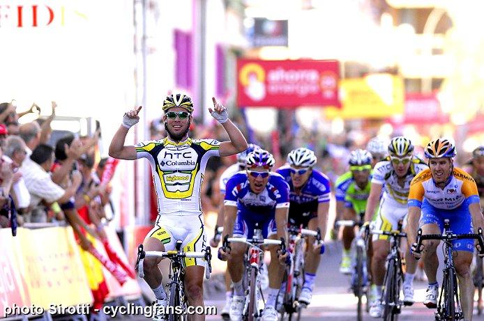 Photos Vuelta 2010 - Page 2 2010_vuelta_a_espana_stage12_mark_cavendish_htc-columbia_wins1a