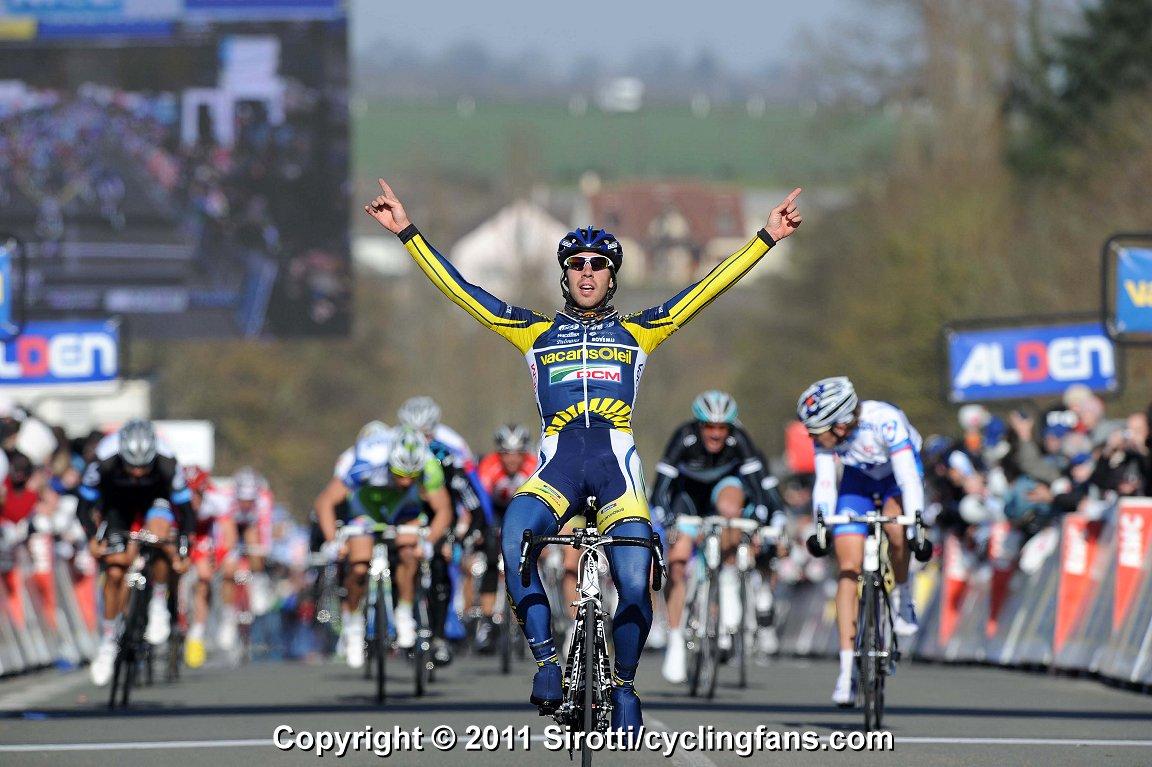 Panini Cycling Team - olaf - Page 2 2011_paris-nice_stage1_thomas_de_gendt_vacansoleil-dcm_wins1