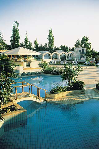 Kipar Golden_coast_hotel_swimming_pool