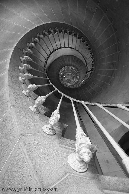 Humeur du jour... en image IM6CA_-8239-escalier-spirale-noir-et-blanc