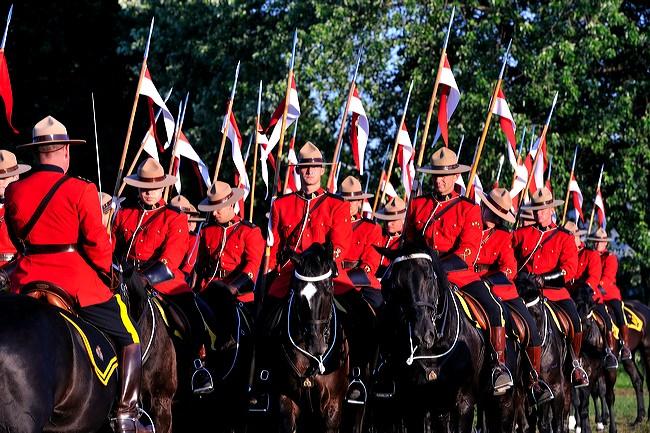 La Police montée ou Gendarmerie royale du Canada Rifda_020241