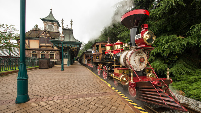 Réhabilitation du Disneyland Railroad  (réouverture partielle en mars 2016) - Page 2 N017630_2050jan01-disneyland-railroad-fantasyland-station_16-9