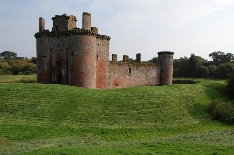 من أجمل قلاع الدنيا  Caerlaverock_Castle_-_44