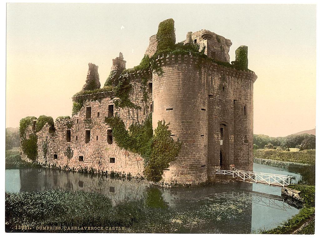 من أجمل قلاع الدنيا  Caerlaverock-castle-3
