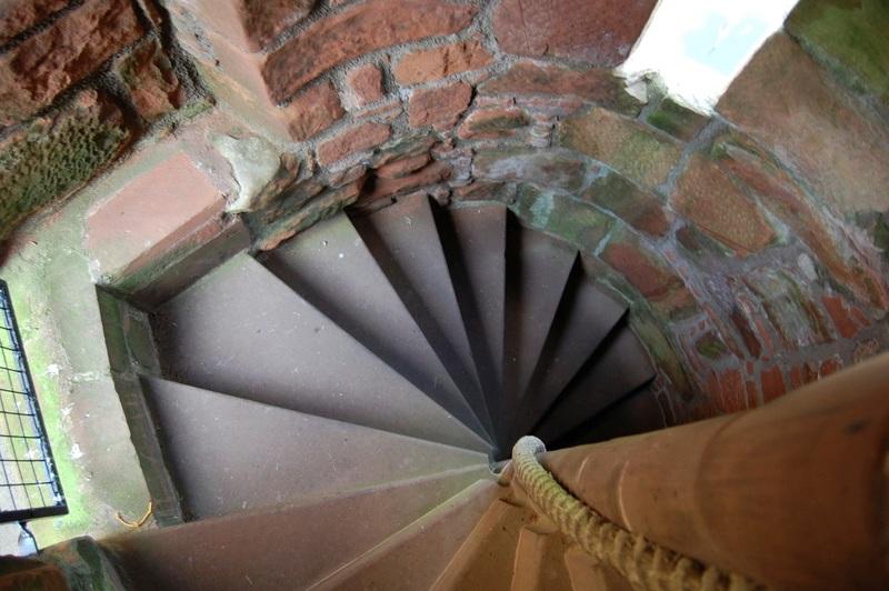 من أجمل قلاع الدنيا  Caerlaverock-castle-9