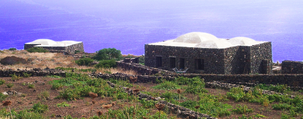ON THE ROAD ...viaggi&viaggi... - Pagina 2 Dammusi-di-Pantelleria