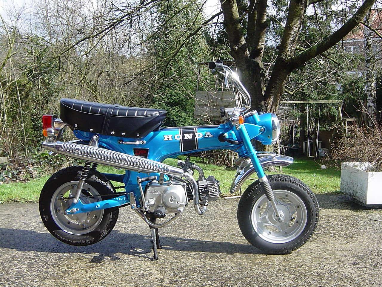 Un petit belge, un ! avec sa 400 DTMX 77, son XT500 79,.. :) DSC08932_JPG