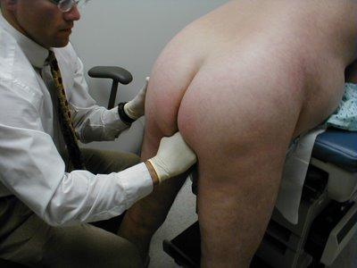¿POR QUÉ SIEMPRE SE INSULTA Y SANCIONA A LA GENTE DE DERECHAS? Genital_rectal_exam