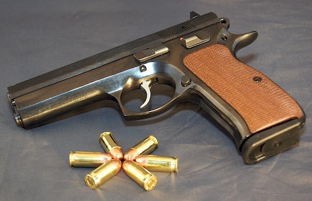 Question, quel pistolet cal .45 mais qui soit pas un 1911 ? Cz97size-2