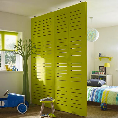 agencement salle à manger-salon et chambre dans même piéce Cloison-amovible-en-bois-a-peindre-dans-chambre-enfant