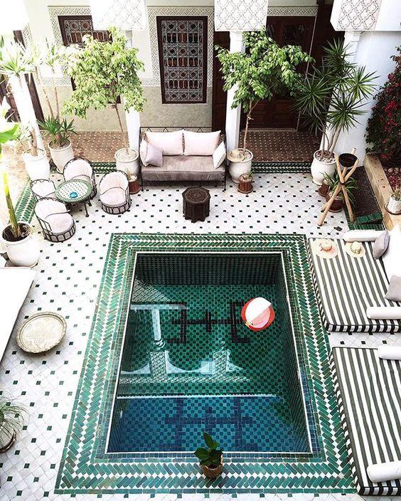 أجمل الديكورات العربية التراثية لفخامة منزلك %D8%AD%D9%85%D8%A7%D9%85-%D8%B3%D8%A8%D8%A7%D8%AD%D8%A9-2