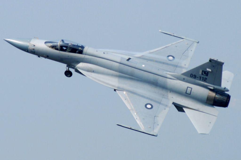 JF-17 جي-اف-17 الباكستانية...تبحت عن عريس عربي... Jf-17-Thunder