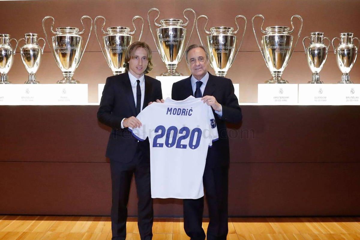 ¿Cuánto mide Florentino Pérez? - Altura - Real height Renovacion_modric3