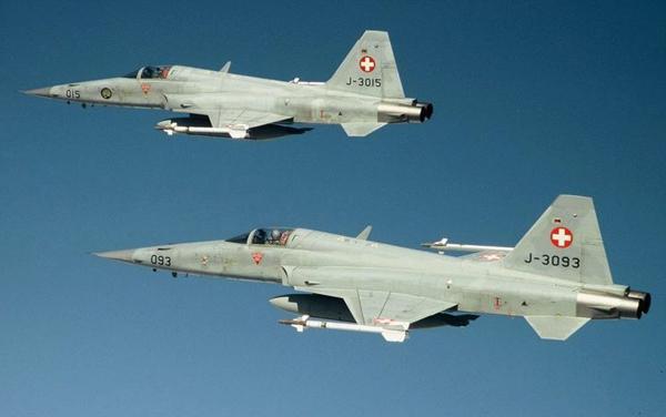 Suiza suspende el reemplazo sus F-5 117573_1