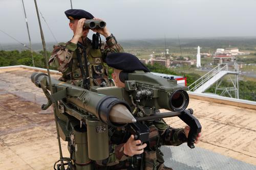 Lancement Soyouz-ST-B VS01 / GALILEO IOV-1 - 21 octobre 2011 - Page 6 Militaires-du-93e-ram-de-kourou_article_pleine_colonne