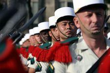 """Le saviez-vous ? l'histoire du """"Képi Blanc"""" de la Légion Erangère. Lsv-sur-le-kepi-des-legionnaires_article_demi_colonne"""