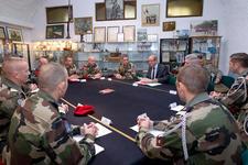 Le ministre de la Défense rencontre les 3e et 8e régiments de parachutistes d'infanterie de marine Mindef-au-3e-rpima_article_demi_colonne