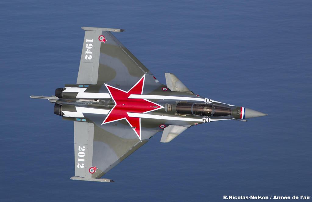 Pas-à-pas : Vought F-8E Crusader [Academy 1/72] - Page 2 Rafale-decore-pour-les-70-ans-du-normandie-niemen