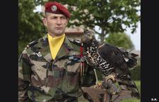 les 70ans du 1°R.C.P. reportage Un-sous-officier-du-1er-rcp-portant-les-epaulettes-de-l-armee-de-l-air_article_demi_colonne