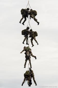 Les commandos de l'air du CPA 20 s'entraînent avec le 2 e REP à Calvi  Orage-grappe_article_demi_colonne