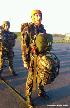 Premiers sauts de l'armée de l'air sur un nouvel équipement Parachutiste-sur-epc-01_article_demi_colonne