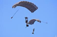 Commandos  parachutiste de l'air n°20 (CPA 20) et équipages corses s'entraînent ensemble Chuteurs-operationnels-du-cpa20_article_demi_colonne