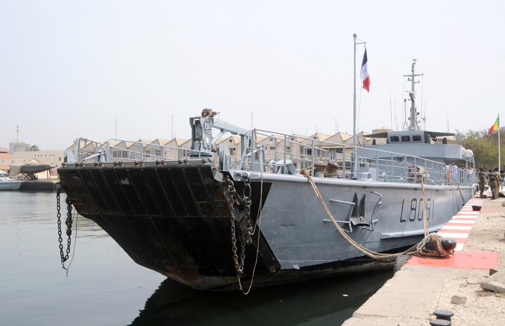 Armée Sénégalaise - Page 2 Cession-de-l-edic-sabre-a-la-marine-nationale-senegalaise-2