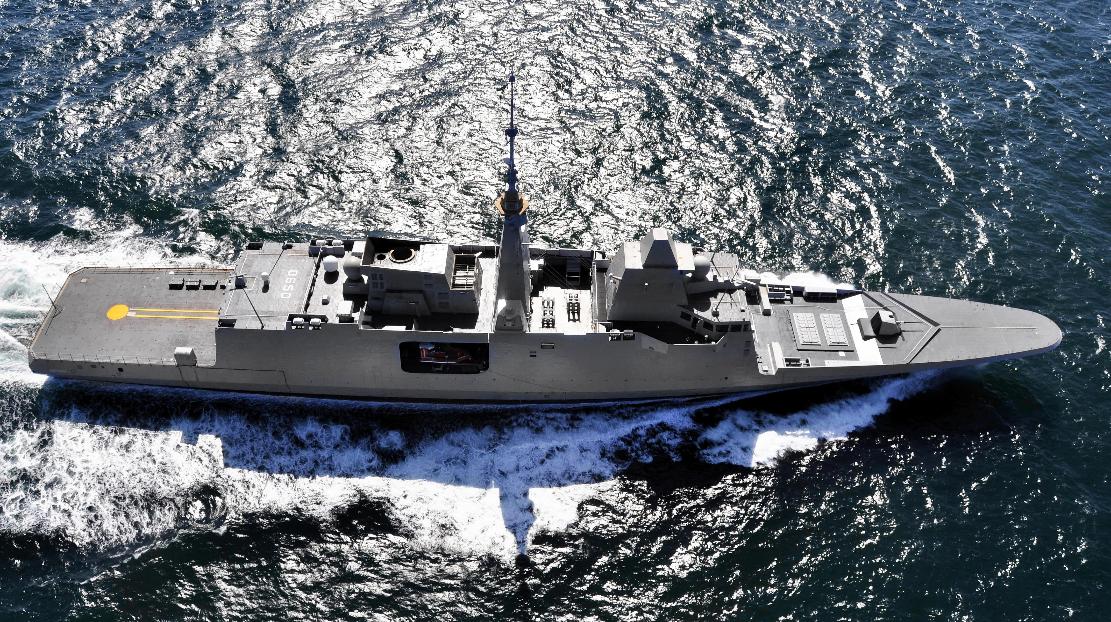 خطه خمسية لتطوير البحرية المصرية . للمناقشة  - صفحة 3 Manoeuvre_fremm_aquitaine_28_avril_2011037