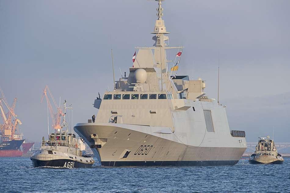 مصر قد تحصل على 2 FREMM وحوالي 23 إلى 26 مقاتلة رافال  - صفحة 2 Arrivee-de-la-fremm-aquitaine-a-brest-le-13-decembre-2012-c-a.monot_marine_nationale