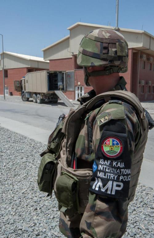 Afghanistan : Focus sur les gendarmes français à Kaboul 2014ecpa071z098_015_article_pleine_colonne