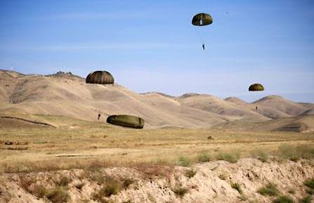 Tadjikistan : entraînement 2010 franco-tadjik de parachutisme Entrainement-2010-franco-tadjik-de-parachutisme-10