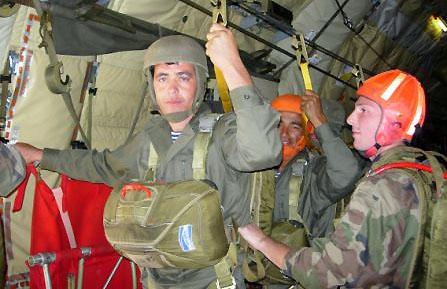 Tadjikistan : entraînement 2010 franco-tadjik de parachutisme Entrainement-2010-franco-tadjik-de-parachutisme-3