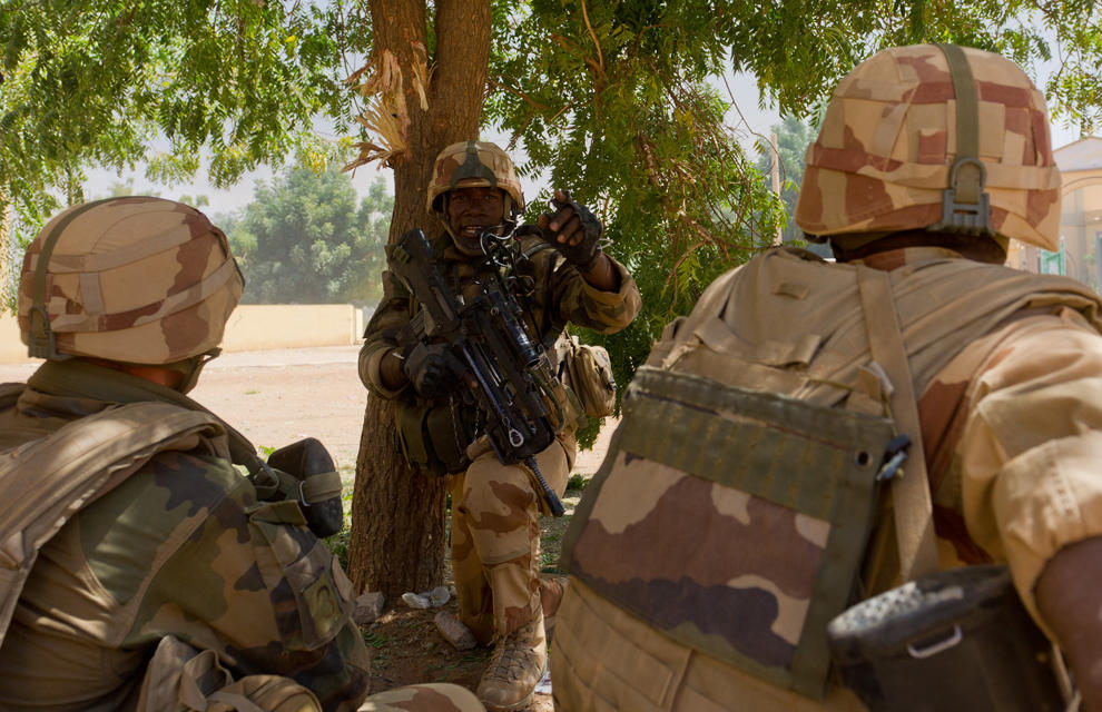 armée de terre Les-soldats-francais-appuient-les-fam-a-gao-6
