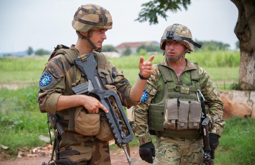 EUFOR RCA : les soldats européens se déploient dans Bangui 2014tsgs096_001_025