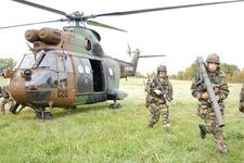 1er RGP: la révolution âpre et sourde des pâles d'hélico avec des images d'« Apocalypse Now » Exercice-heliporte-du-17e-rgp_article_demi_colonne